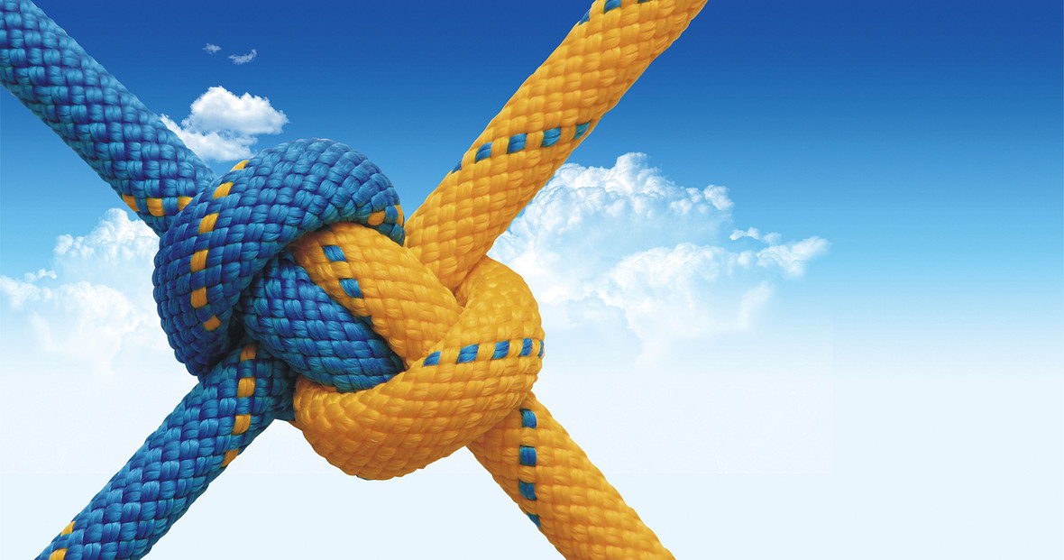 企业团队合作蓝天海报背景
